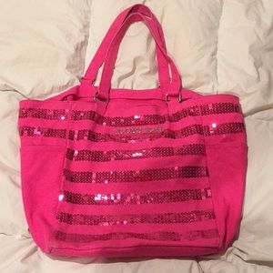 FREE VS TOTE WITH PURCHASE OF 2+ ITEMS